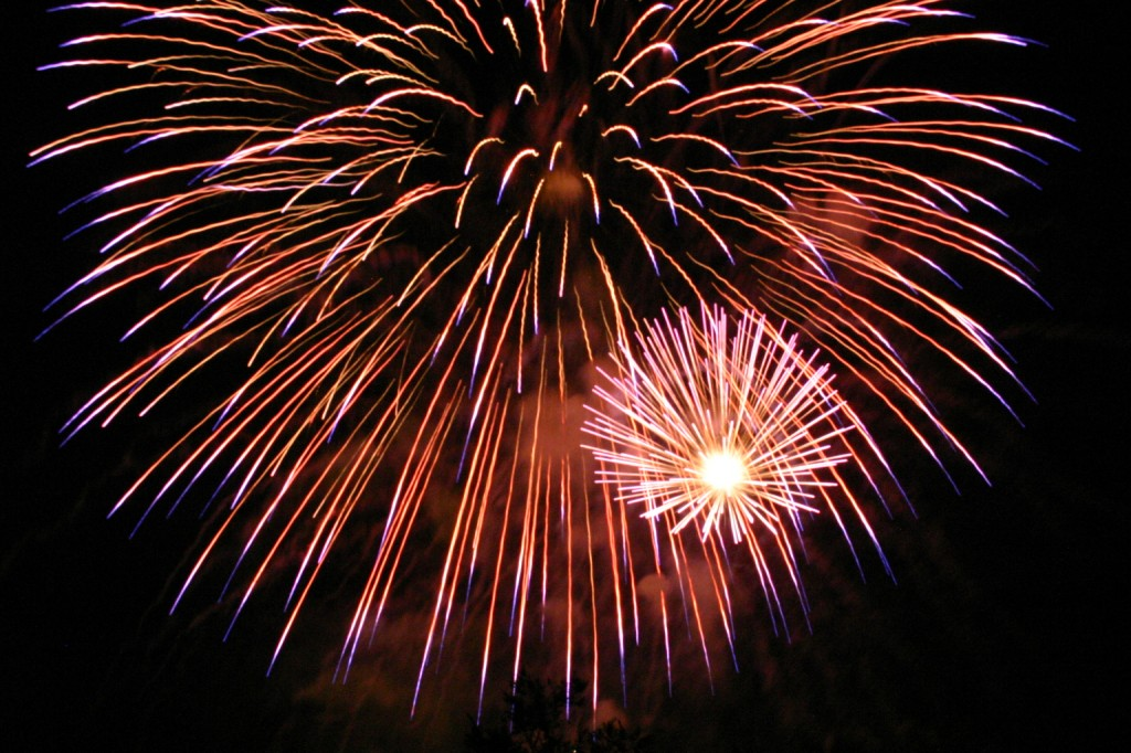 Fireworks_in_San_Jose_California_2007_07_04_by_Ian_Kluft_img_9618